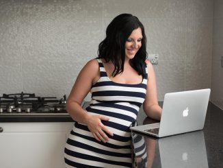 Kobiety w ciąży edukują się na forach i w mediach społecznościowych. O badaniach USG i KTG powstaje miesięcznie ok. 3 tys. publikacji